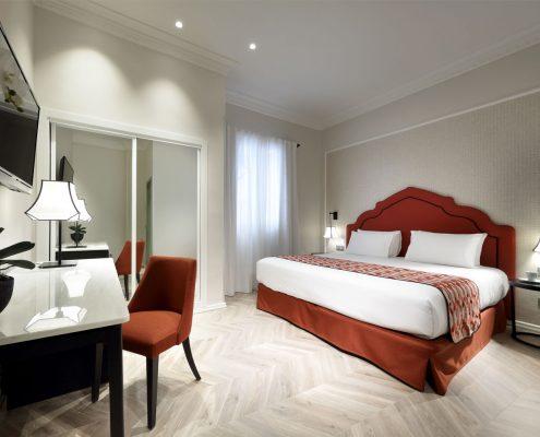 Cabezal, cortina, plaid y canape Hotel Regina