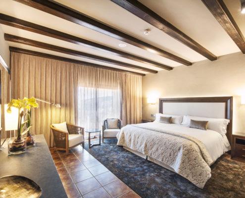 cortinas y pie de cama hotel