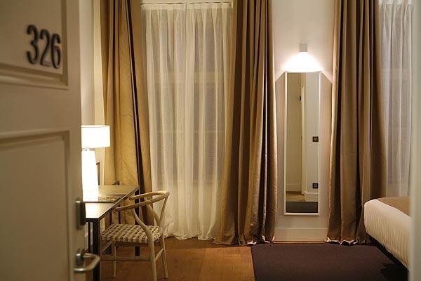 Caida y visillo Hotel Zenit
