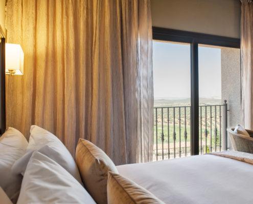 visillo y voscurit habitación hotel